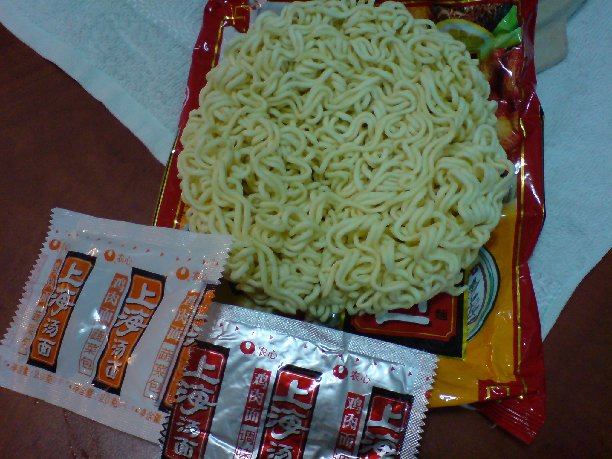 Chinese instant noodles and seasoning packs
